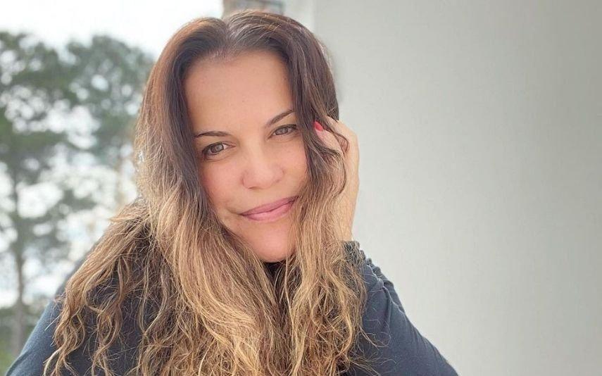 Katia Aveiro responde a fã que acusa namorado de estar com ela por interesse