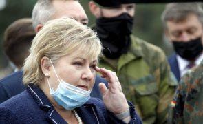 Polícia multa primeira-ministra norueguesa por violar regras no seu aniversário