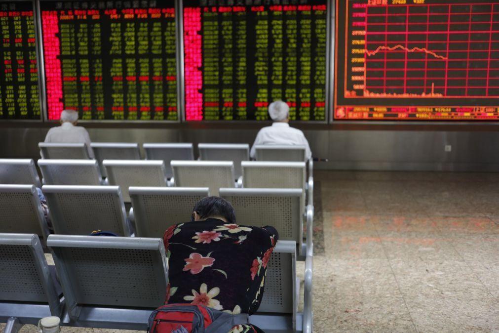Bolsa de Xangai encerra a cair 0,92%
