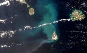 Principal vulcão da ilha de Saint Vincent nas Caraíbas entrou em erupção