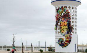 Obras de Bordalo II em Faro alertam para preservação de cavalos-marinhos da Ria Formosa
