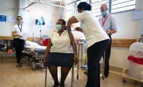 Covid-19: África do Sul anuncia campanha de vacinação em massa