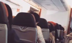 Passageiros roubados enquanto dormem em avião