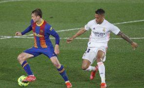 Real Madrid vence FC Barcelona e 'cola-se' ao líder Atlético em Espanha