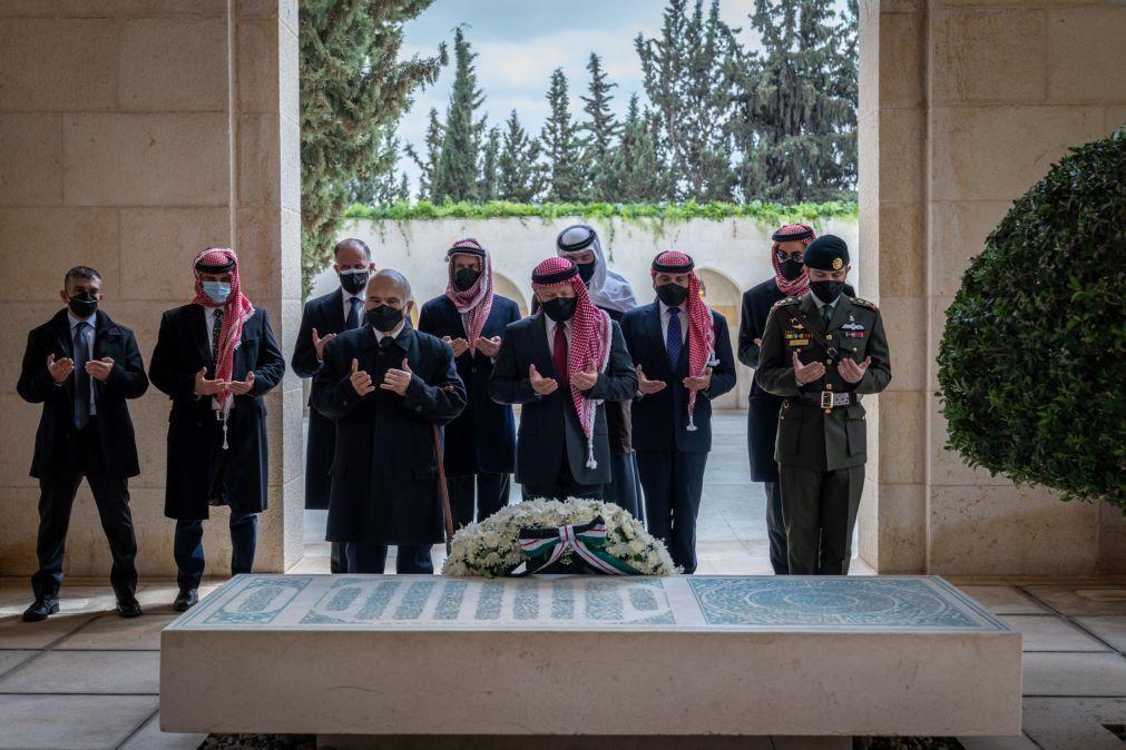 Príncipe da Jordânia aparece em público apesar da prisão domiciliária