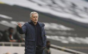 Mourinho perde com Manchester United e Tottenham fica mais longe da 'Champions'