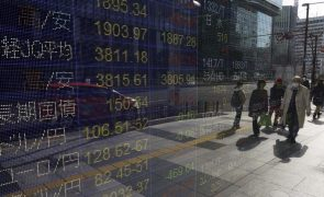 Bolsa de Tóquio fecha a perder 0,77%