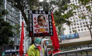 Hong Kong: Magnata dos 'media' pede a jornalistas para manterem