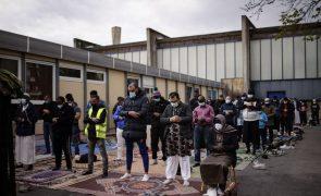 Covid-19: Muçulmanos celebram segundo Ramadão com restrições devido à pandemia