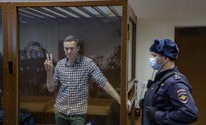 Navalny: Opositor russo em greve de fome ameaçado ser alimentado à força