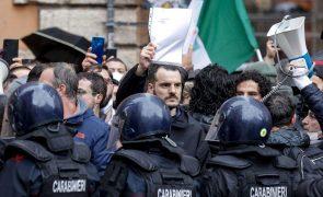 Covid-19: Centenas de pessoas protestam contra confinamento em Itália