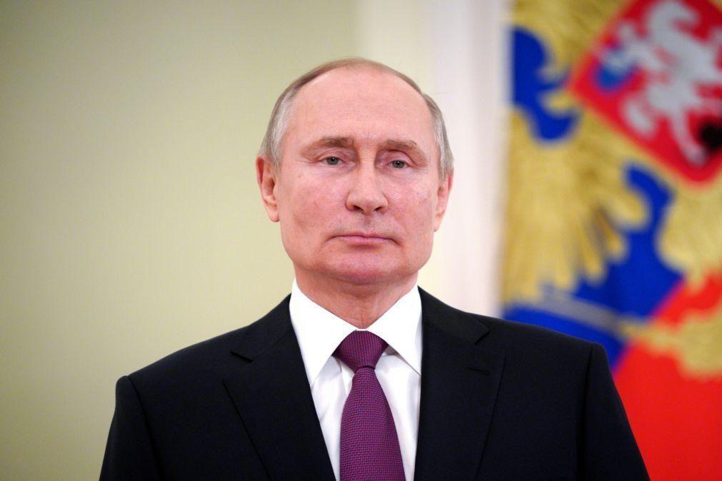 Putin defende que Rússia deve manter-se como grande potência
