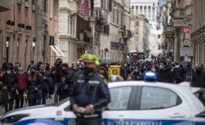 Covid-19: Itália soma 9.789 novos casos em ambiente de contestação contra restrições