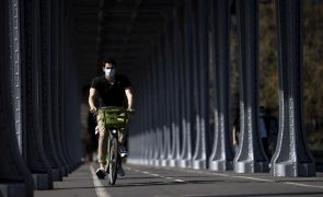 Especialista alerta que uso de máscara aumentou doenças da voz