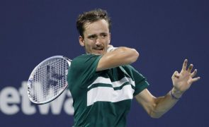 Covid-19: Tenista Daniil Medvedev está infetado