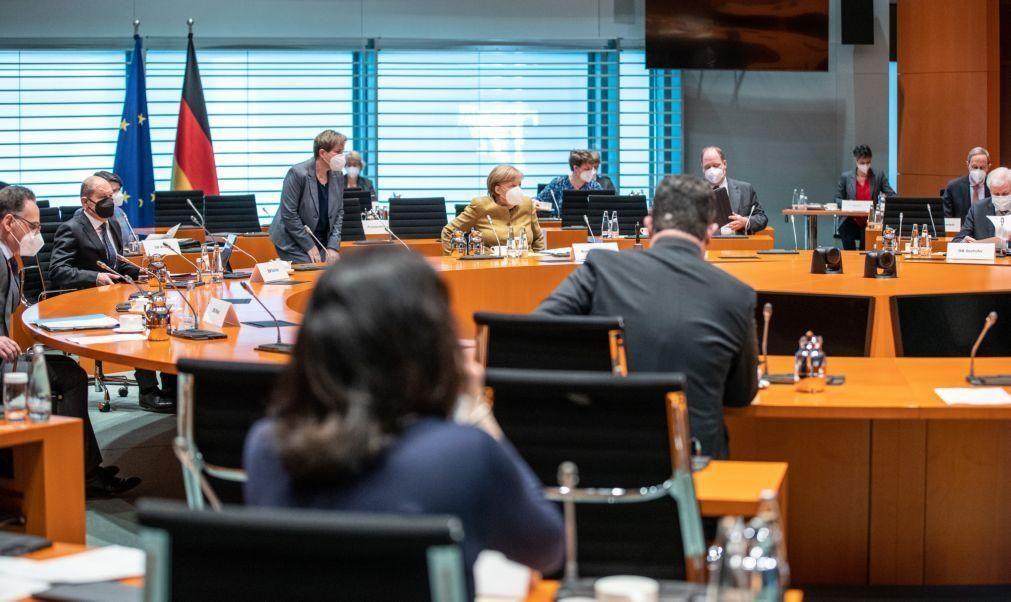 Covid-19: Governo alemão aprova endurecimento de lei que permite restrições alargadas