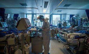 Covid-19: Pandemia já matou pelo menos 2,94 milhões de pessoas