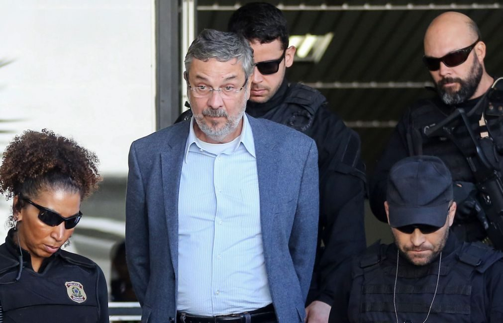 Ex-ministro é condenado a 12 anos de prisão