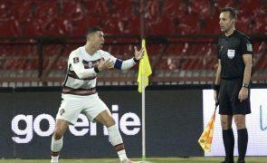 Árbitro assistente que não validou golo a Cristiano Ronaldo afastado do Euro 2020