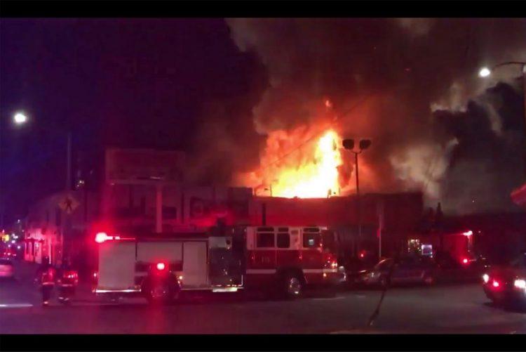 Nove mortos e 25 desaparecidos após fogo numa festa 'rave' na Califórnia