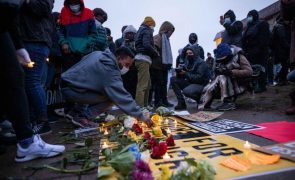 Terceira noite de protestos contra morte de afro-americano pela polícia em Minneapolis