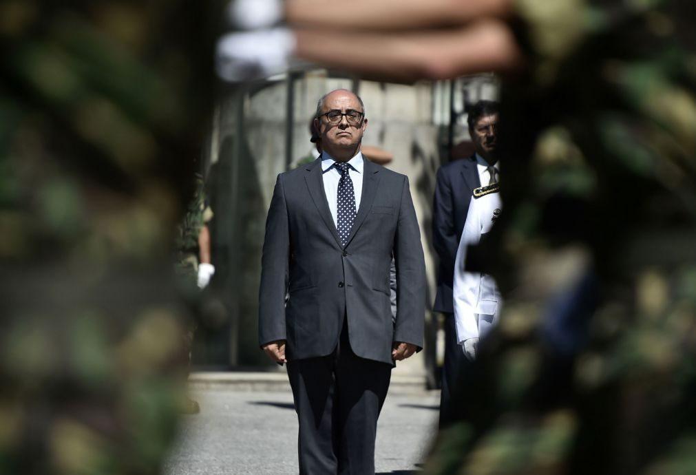 Ministro da Defesa em visita de três horas a força portuguesa no Iraque