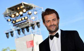 Albano Jerónimo integra elenco da série