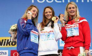Nadadora bielorrussa vende medalha de ouro para apoiar atletas que enfrentam repressão