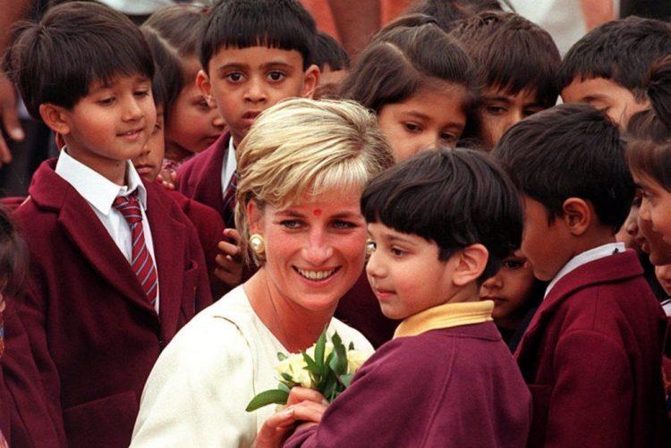 Cartas da Princesa Diana arrematadas em leilão por quase 18.000 euros