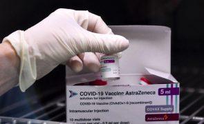 Covid-19: Bruxelas pediu à EMA reavaliação de vacina da AstraZeneca para coerência na UE