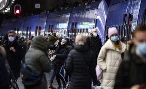 Covid-19: Suécia com mais de 7.000 casos num dia e tendência crescente em jovens