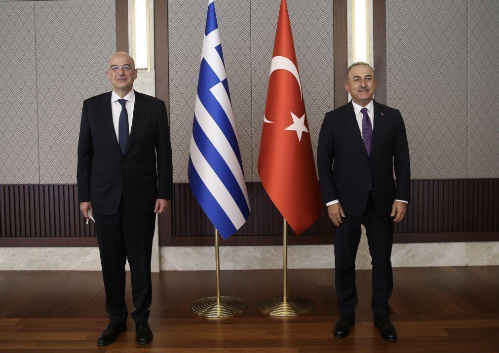 Confronto verbal entre MNE turco e grego durante conferência de imprensa em Ancara