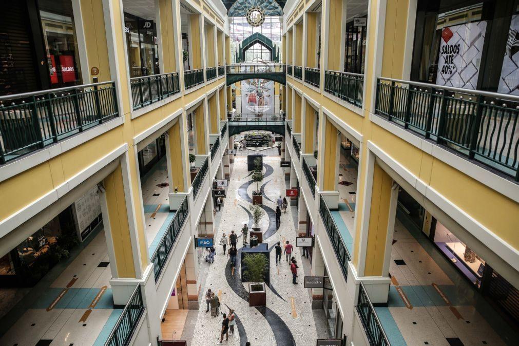 Covid-19: Centros comerciais reabrem na segunda-feira com regras de lotação