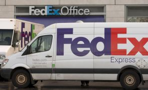 Vários mortos na sequência de tiroteio num armazém da FedEx na cidade de Indianápolis