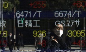 Bolsa de Tóquio fecha a ganhar 0,14%