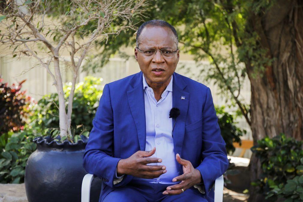 Covid-19: PM de Cabo Verde pede mais vacinas para imunizar 70% da população