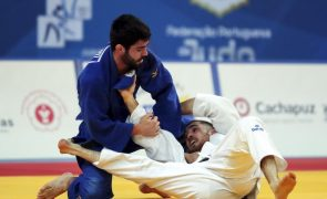 Judo/Europeus: João Crisóstomo perde nas 'meias' e é relegado para a luta pelo bronze