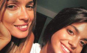 Maria Cerqueira Gomes Refugia-se nos braços da filha: