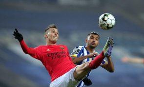 Benfica-FC Porto em 6 de maio. Benfica-Sporting nove dias depois