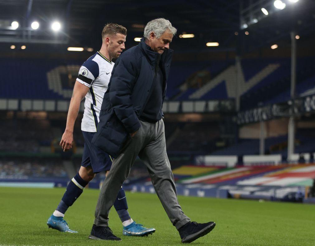 Tottenham, de José Mourinho, empata a dois golos com o Everton em Goodison Park