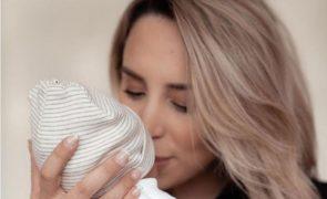 Veja a primeira foto do rosto da filha de Helena Coelho