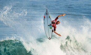 Surfista Frederico Morais entra a vencer em Narrabeen