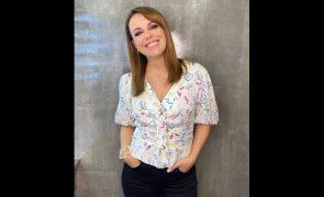 Tânia Ribas De Oliveira Encanta com camisa primaveril - saiba quanto custa e onde comprar!