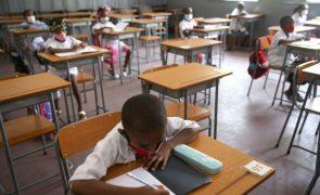 Professores angolanos avançam para greve nacional com primeira fase de 22 a 27 de abril