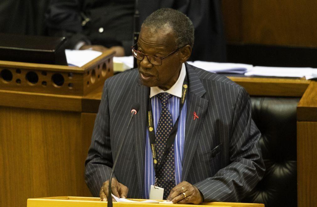 Líder Zulu diz que lei de expropriação afetará muitos portugueses na África do Sul