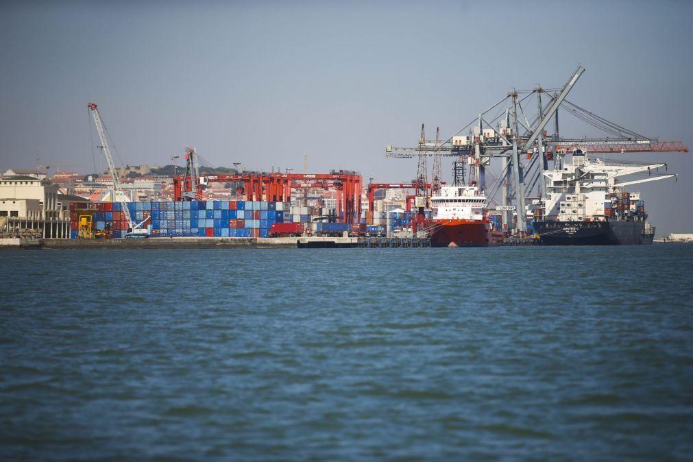 Três migrantes clandestinos a bordo de cargueiro detetados no porto de Lisboa