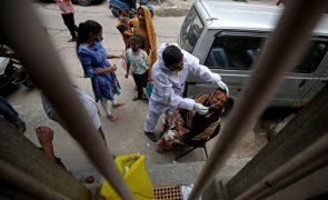 Covid-19: Índia com mais de 15 milhões de infetados e bate recorde de mortos