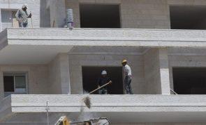 Produção na construção recua 5,8% em fevereiro na zona euro