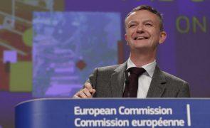 Covid-19: Bruxelas admite atingir mais cedo meta de 70% dos adultos vacinados