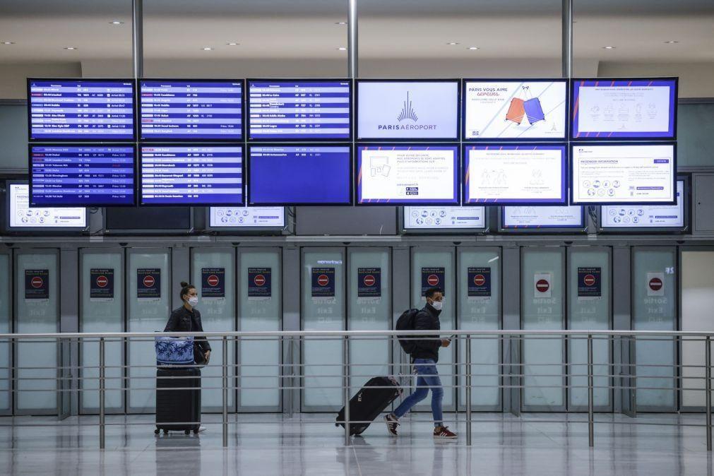 Covid-19: França vai aliviar restrições para viagens na Europa e EUA em maio